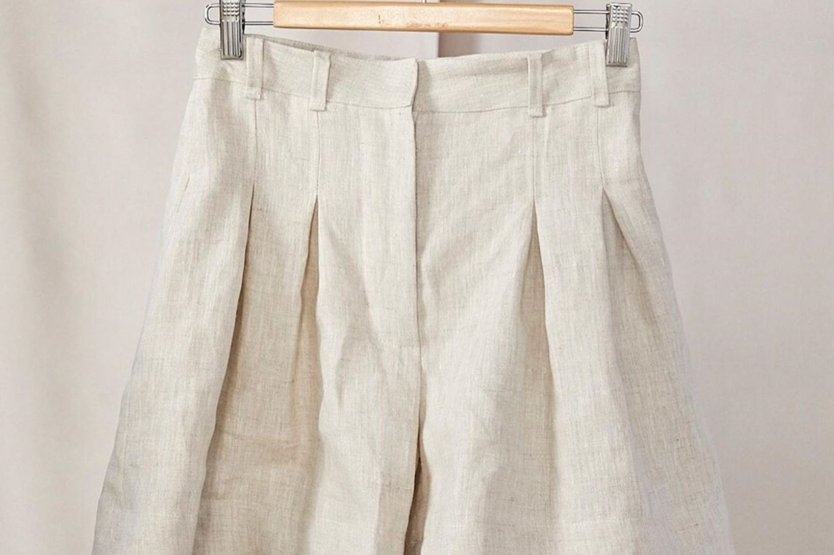 What is linen made from, and why do so many people love wearing it?